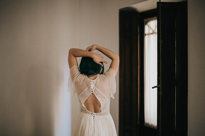 Otaduy Alternative Bridal Shoot- Blue Hair bride, romantic + sexy bridal styling, Bridal separates, Lace wedding details, Camilla's room, Juno Producciones