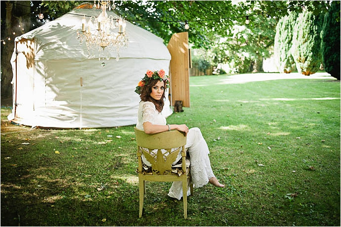 Cool, Rock n Roll Modern Bridal Shoot at Aynhoe Park_0027.jpg