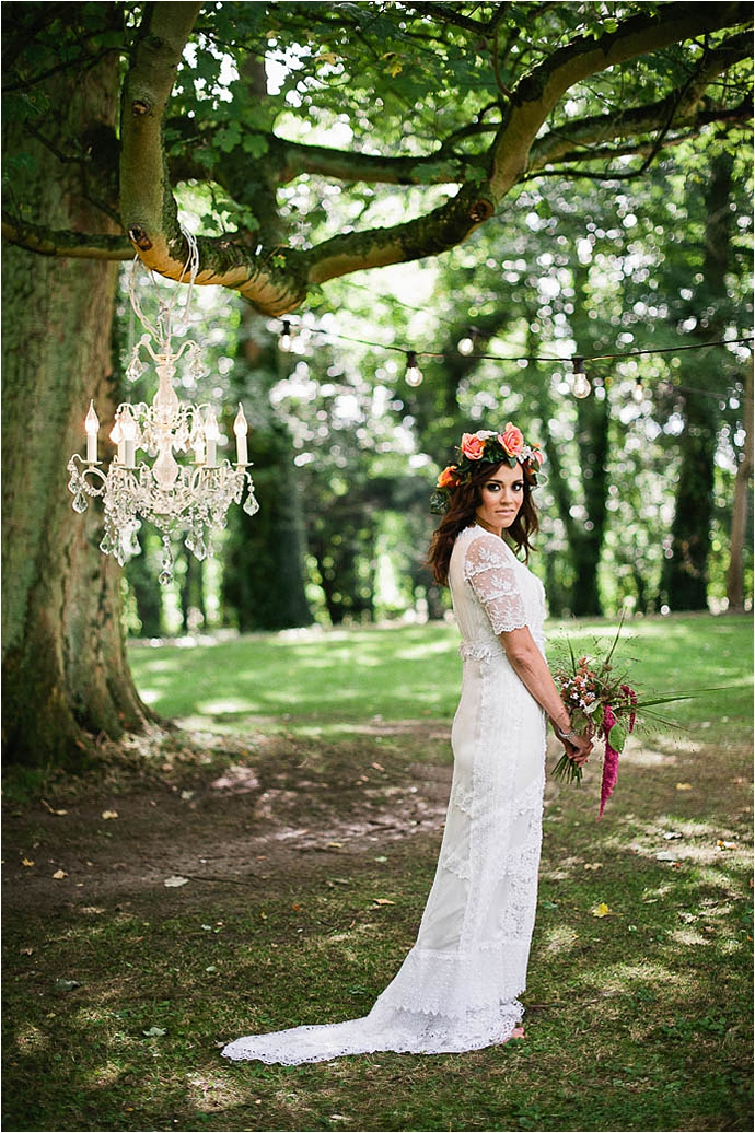 Cool, Rock n Roll Modern Bridal Shoot at Aynhoe Park_0029.jpg