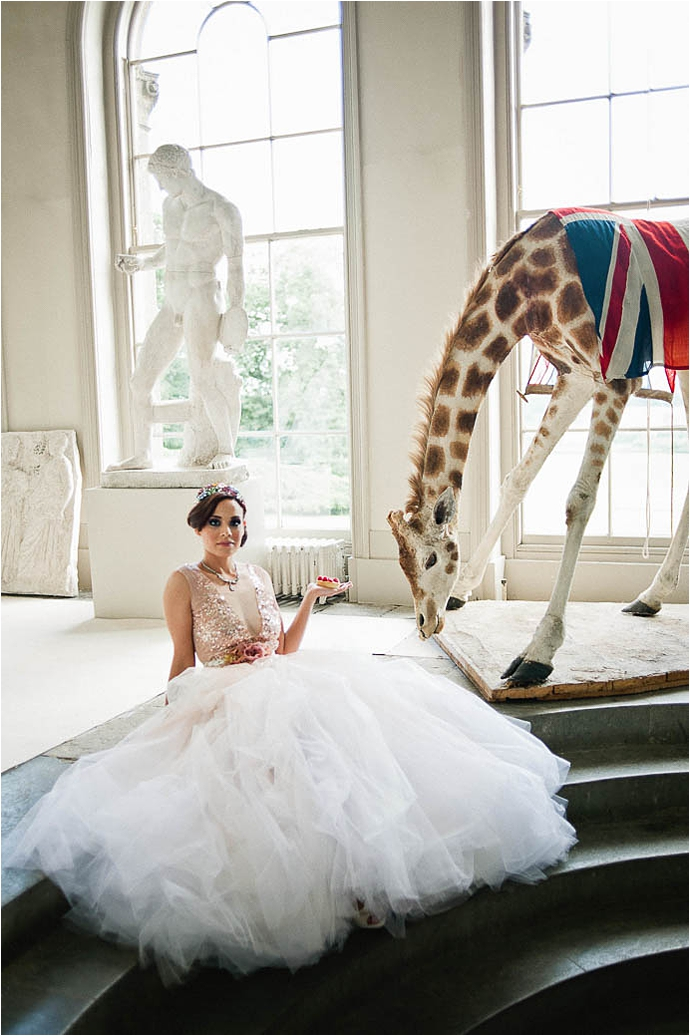 Cool, Rock n Roll Modern Bridal Shoot at Aynhoe Park_0067.jpg