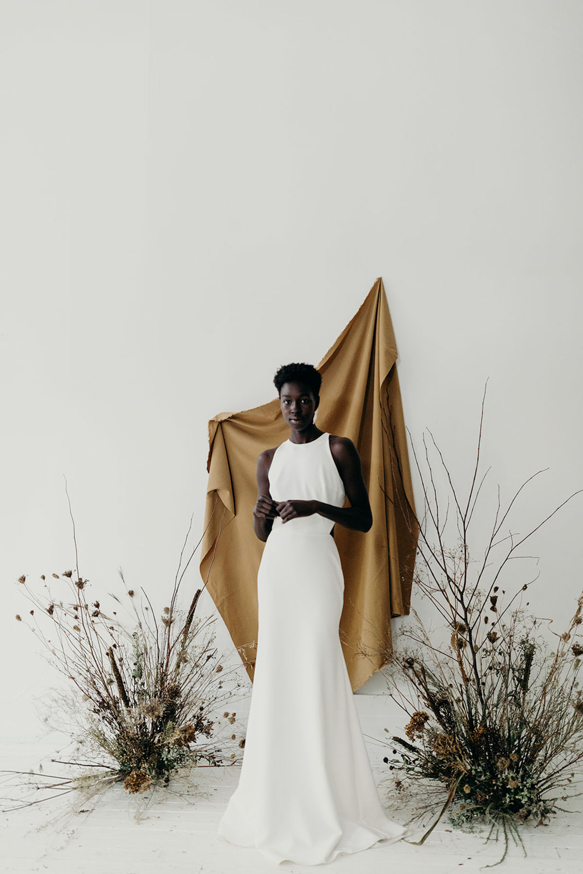 beautiful bride, black bride, beauty editorial, , classic bride, delicate bridalwear, edgy bridalstyle, feminine bride, hand painted florals, kaley from Kanvas, mininal bridalstyle, mordern bride, nature wedding, organic beauty, tonal backdrop