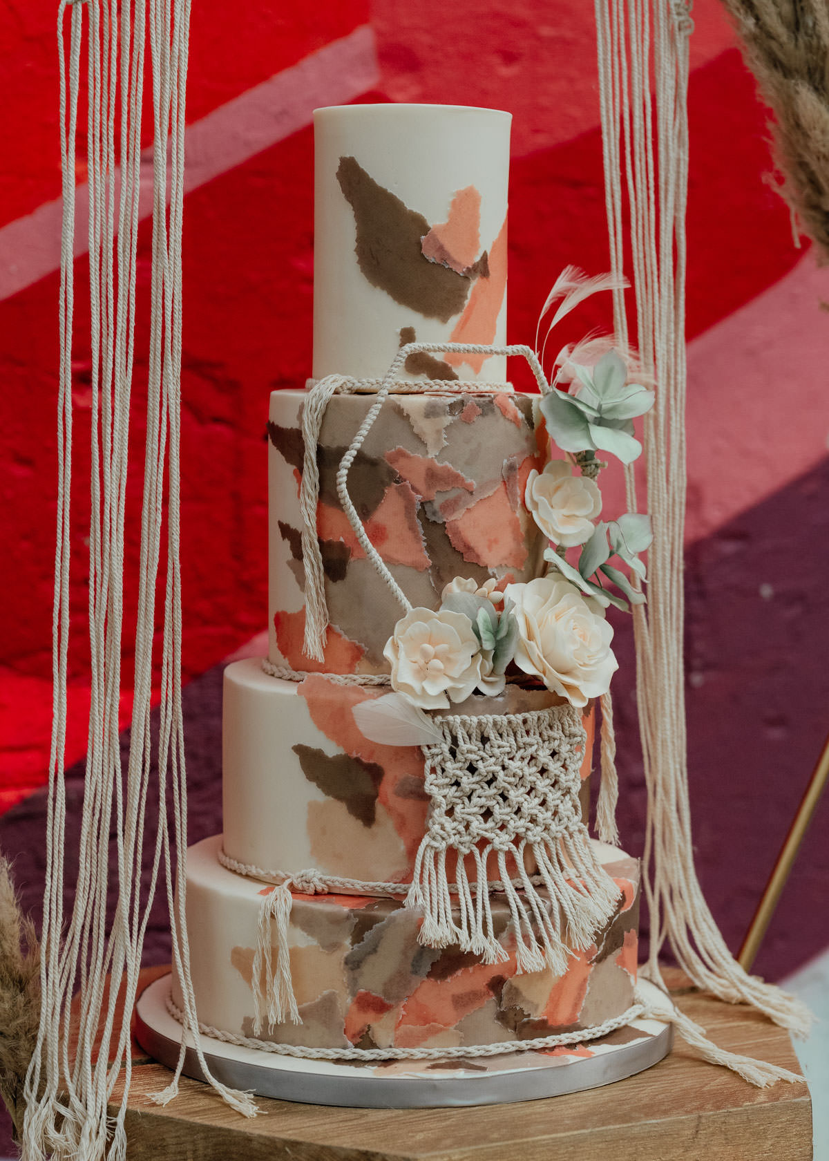 Industrial Meets Boho Wedding Inspiration: Hexagon tiered cake with Macrame and roses