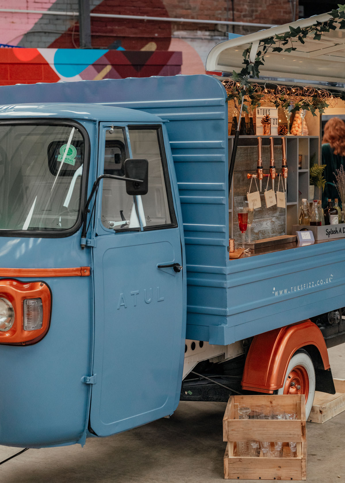 Industrial Meets Boho Wedding Inspiration: Tuks Fizz Prosecco van